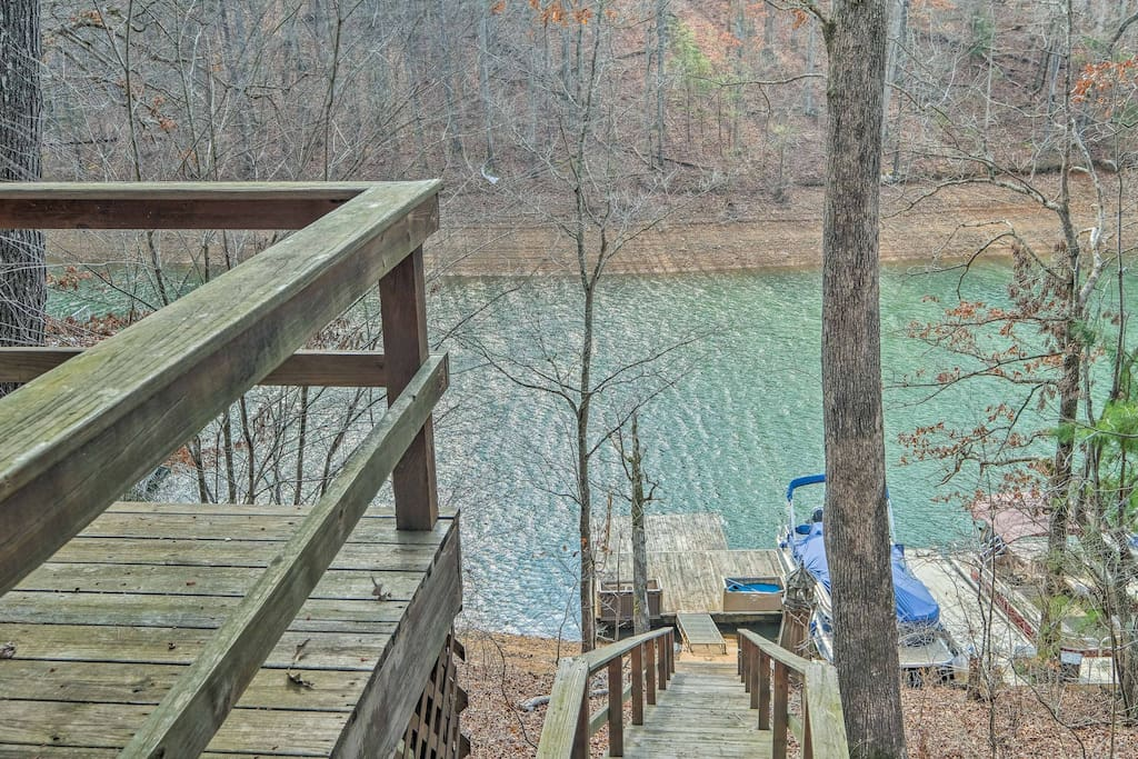 The 3-bedroom, 2-bath LaFollette vacation rental home is private and cozy.