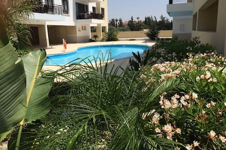 Luxury 3 bed home, pool view, A/C - Alethriko  - Huoneisto