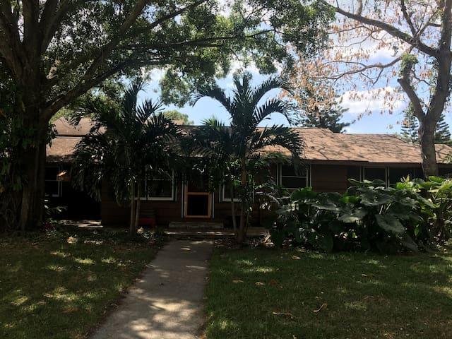 Cozy Old Florida style home - Сарасота - Дом
