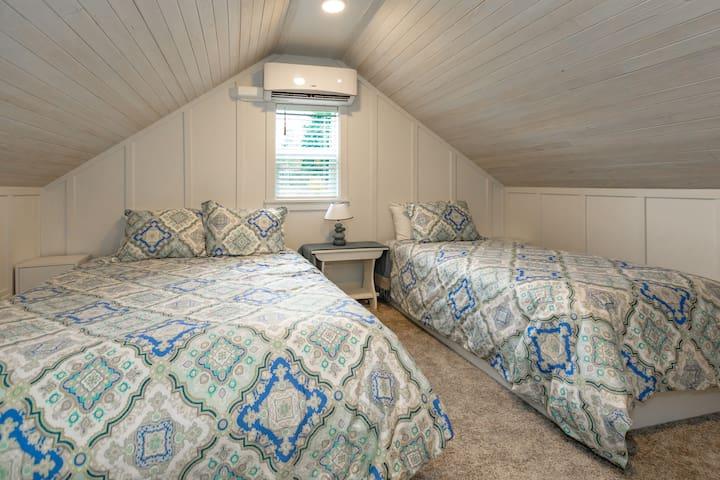 upstairs bedroom, queen and twin bed.