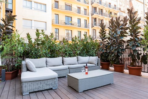 Spacious & chic, private terrace, Rambla Catalunya