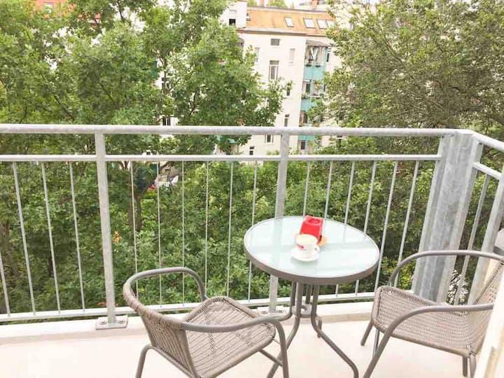 Sonnige&ruhige Dachgeschosswohnung - zwei Balkons