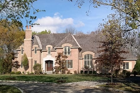 BEAUTIFUL MANSION NEAR O'HARE AND CHICAGO!!!!!!!!! - 하이랜드 파크(Highland Park)