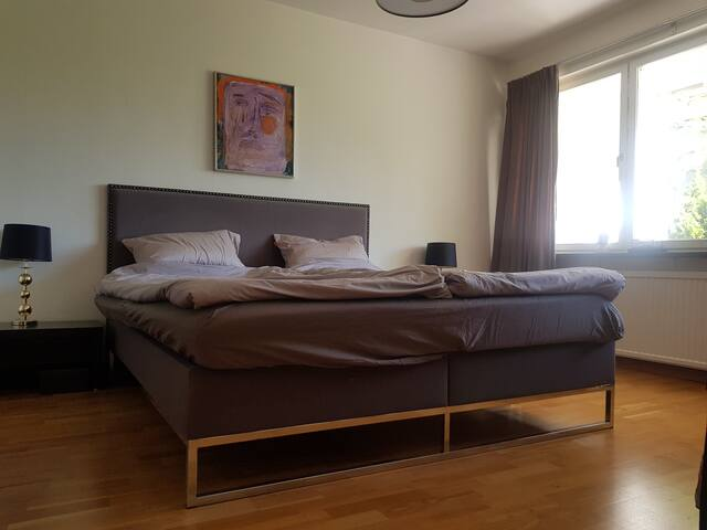 "Bedroom 1. Bed size: 6′ x 6′6""/180 x 200 cm."