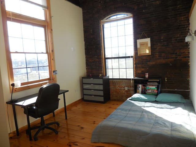 Light-filled, beautiful room in Pawtucket - Pawtucket - Daire