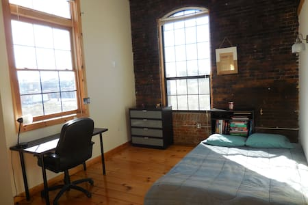 Light-filled, beautiful room in Pawtucket - Pawtucket - 公寓