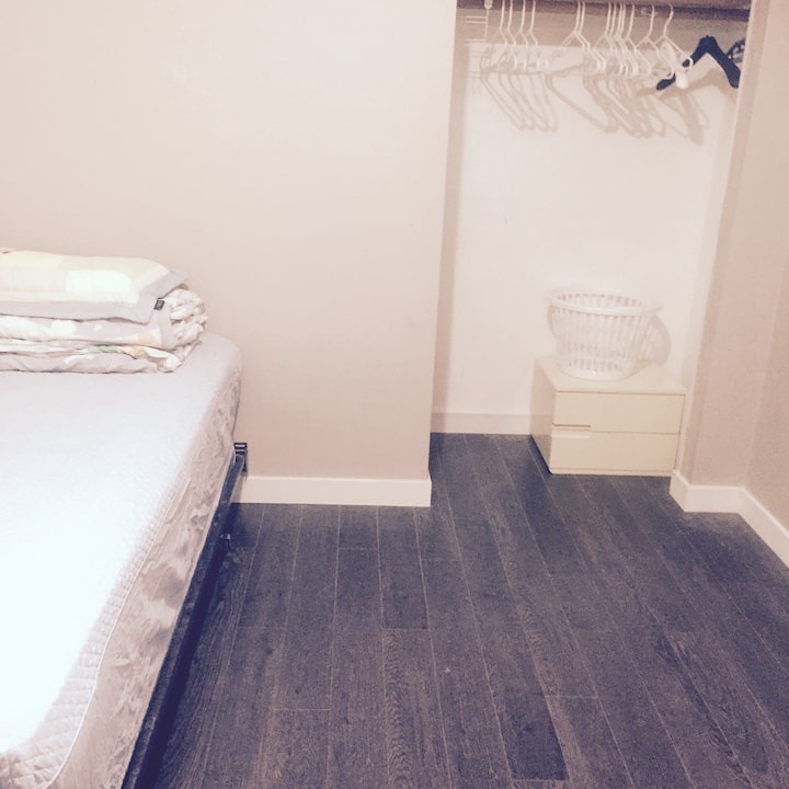 Small Rm Near Skytrain (Broadway/Commercial Drive)