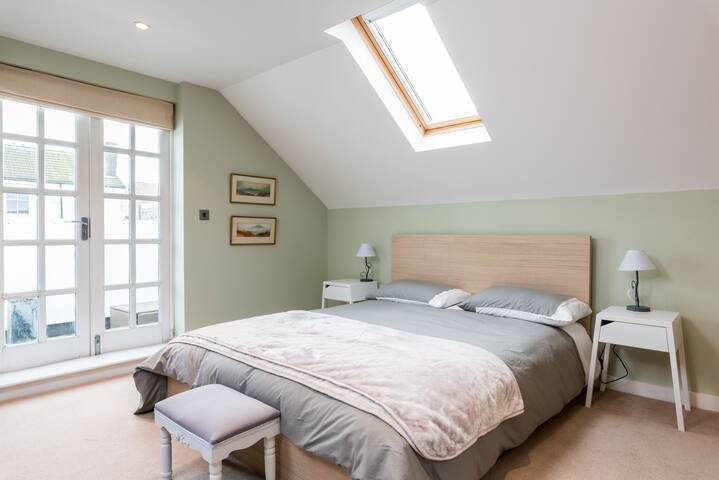 Spacious loft room, priv balc, sea views priv E/S - Brighton - Apartamento