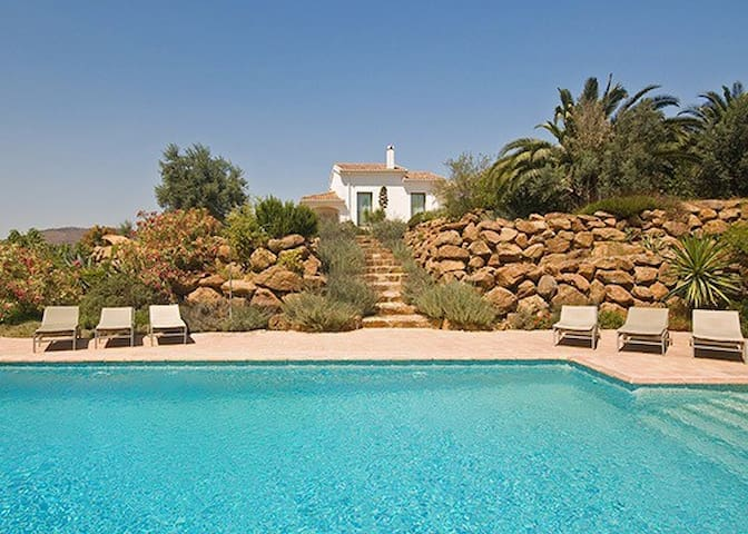 Secluded and Private Apartment with private pool - Casarabonela - Pis