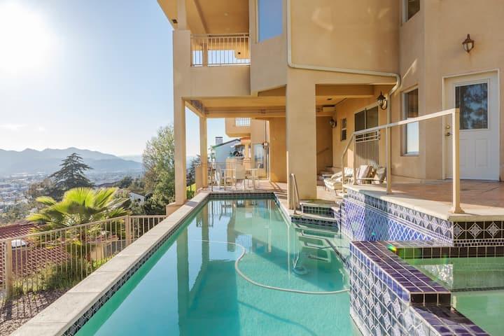 Panoramic View Pool & Jacuzzi + Retreat Getaway