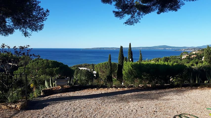 Villa sea view + swimming pool close to St Tropez