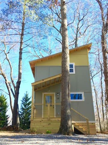 BRAND NEW, JUST BUILT! The Bird's Nest - Fairview - Casa