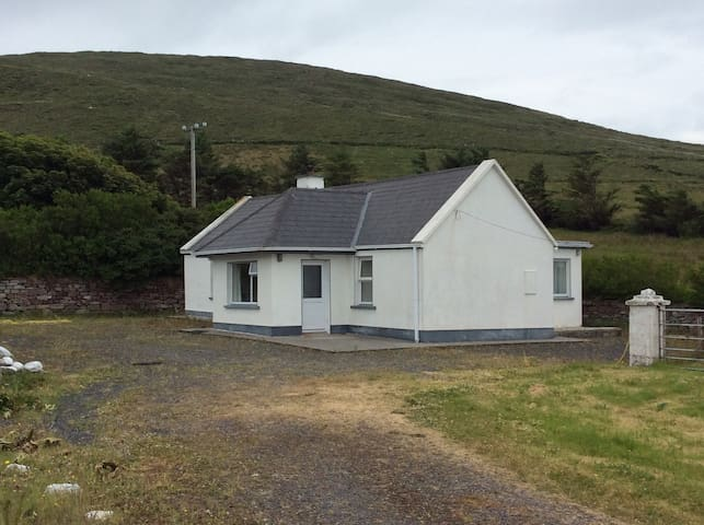2 bedroom traditional cottage Dugort Achill - Keel - House