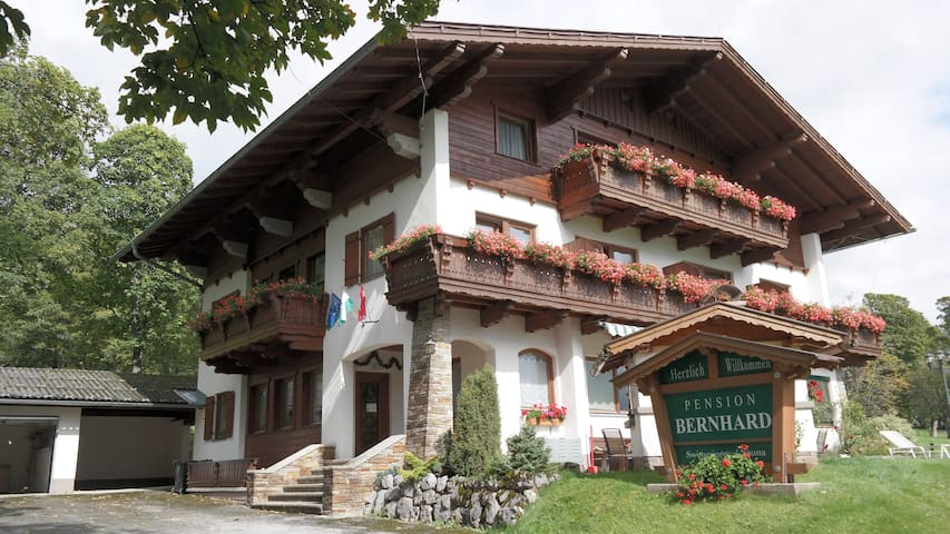 Luxe groepsaccommodatie in familieskigebied - Ramsau am Dachstein - Haus