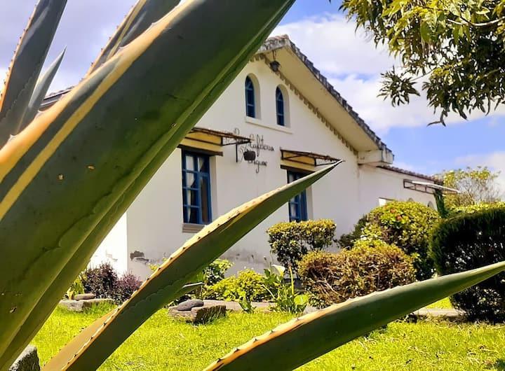 """""""Casa estilo colonial. MACHACHI - ECUADOR"""""""