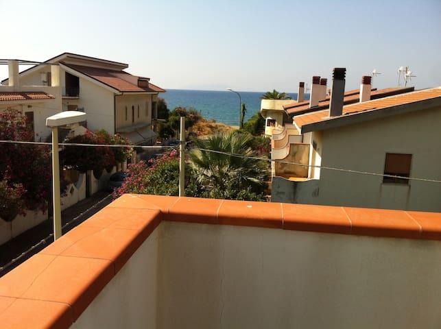 A 50 metri dalla spiaggia - Marchesana - อพาร์ทเมนท์