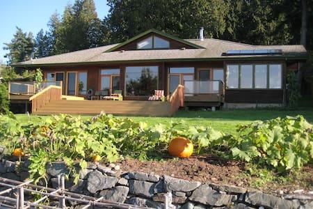 Waterfront Lodge on Acreage