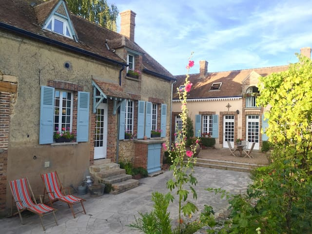 Charming  Guesthouse Room B&B - Montmachoux - Szoba reggelivel