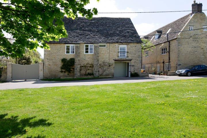 Charming 17th Century Coach House - Kirtlington - Apartment