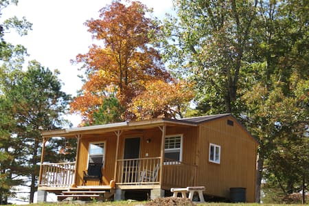 Small Basic Cabin Near Off Road Park; Great Rates! - East Bernstadt - 小木屋