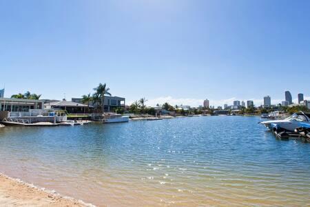 Oh So Beachy! Broadbeach waterfront  Gold Coast - Broadbeach Waters - Haus