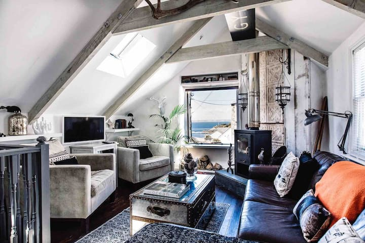 Luxury selfcatered holiday cottage above the beach