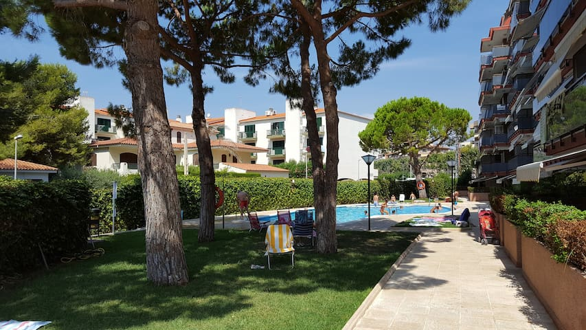 2 minutes walk to the beach with super nice pool - Torredembarra