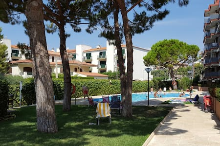2 minutes walk to the beach with super nice pool - Torredembarra - Apartment
