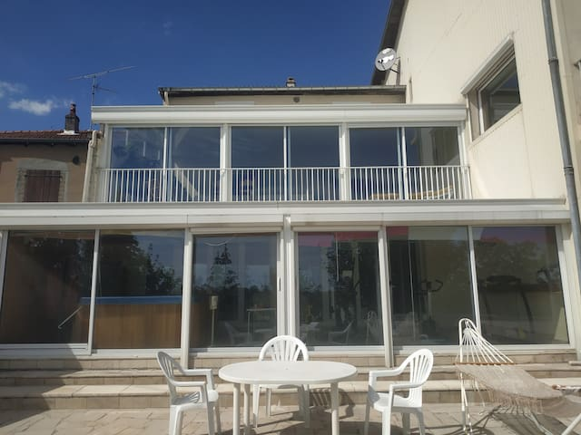 Entire home 2 bedrooms jacuzzi access, sports ..