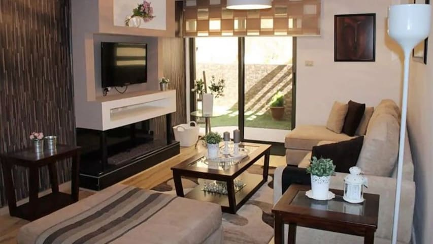 2 bedroom Luxurious Apartment for rent