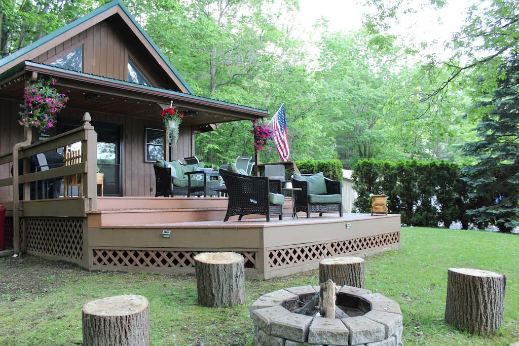 Our perfect Chalet , sprawling deck & Firepit