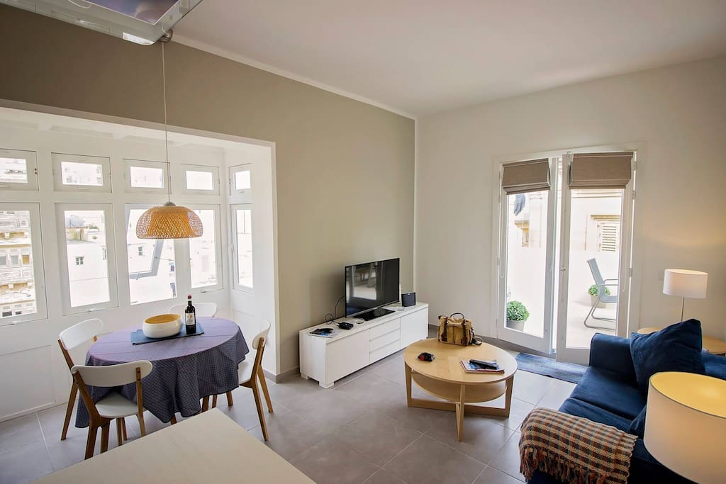 valletta penthouse wohnungen zur miete in valletta malta. Black Bedroom Furniture Sets. Home Design Ideas
