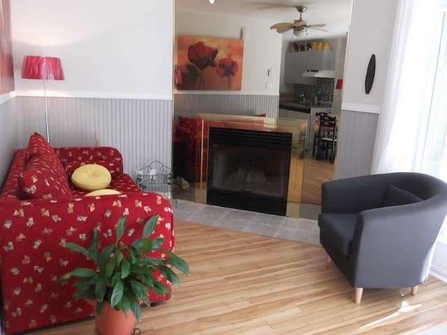 Coquet appartement avec terrasse - Sainte-Adèle - Apartmen