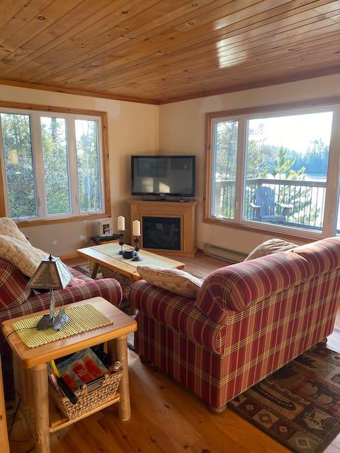 Private 3BR Cottage on Beautiful Lake Kipawa