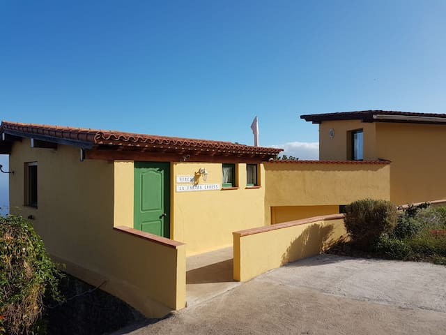 Stunning ECO Farm Home w/Orotava Views & wifi