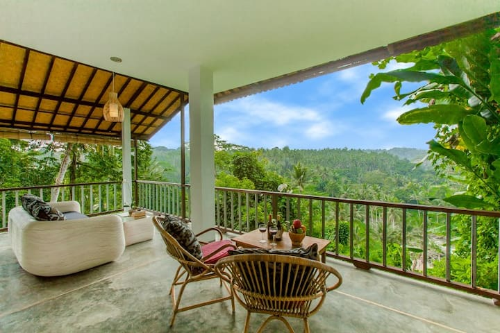 Romantic Honeymoon Suite with Spectacular View