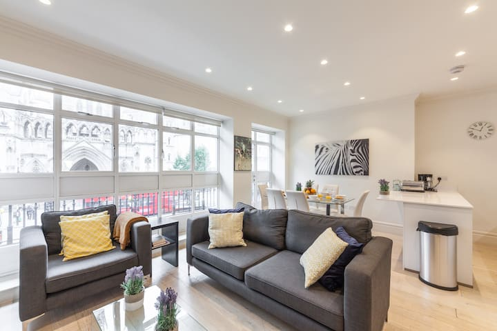 COVENT GARDEN 3BR WITH BALCONY - HEART OF LONDON