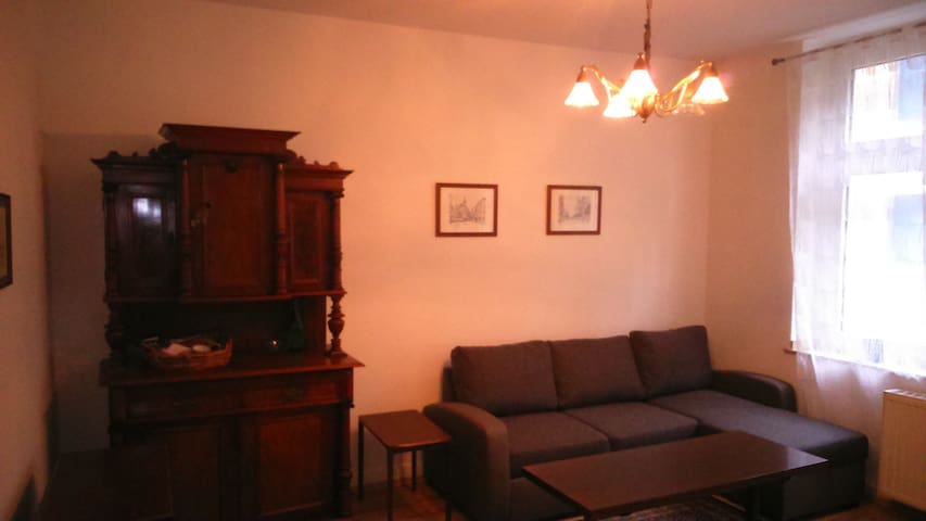 very central - 2 room-apartment close to Hbf