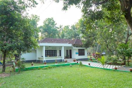 Water Front Heritage Home  Room No 3   Kumarakom - Kumarakom