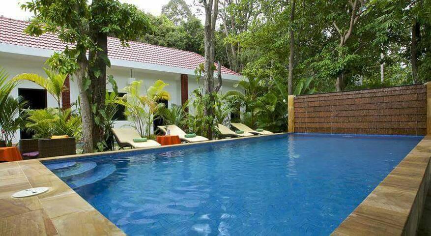 King bed wifi TV restaurant pool - Krong Siem Reap, Siem Reap, KH - House