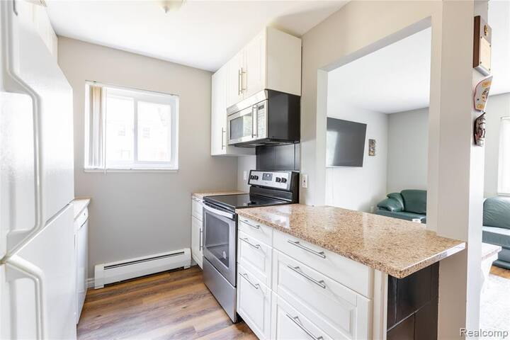 Cute Clean Condo in Awesome Location