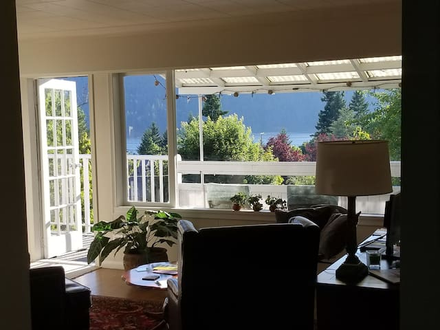 5th Avenue Bed and Breakfast Port Alberni Room #2