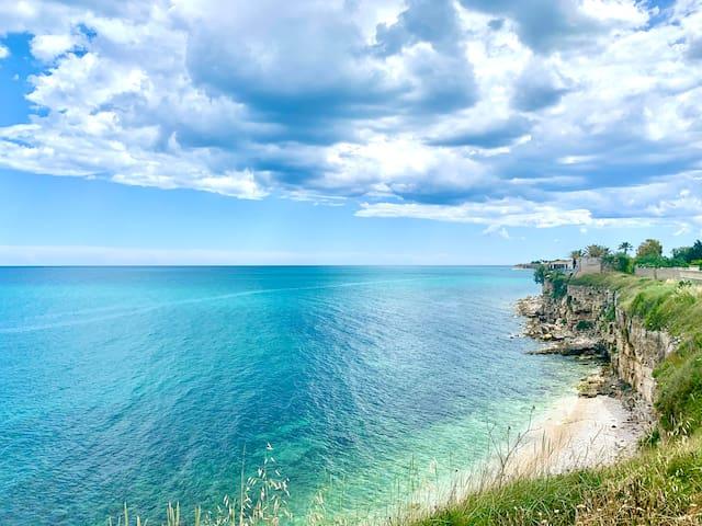 Elegant villa with Private Access to the Sea