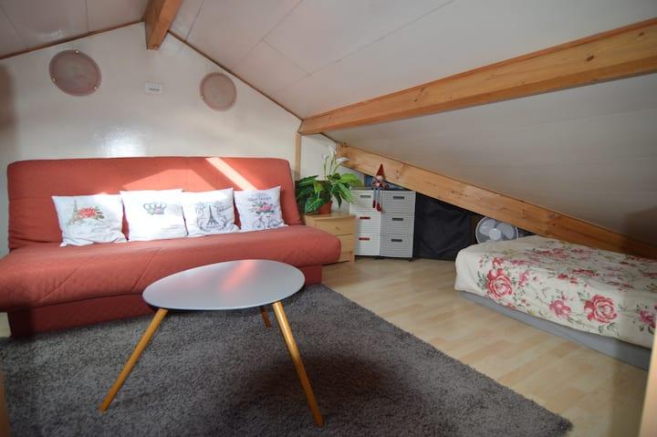 Charming under-roof bedroom_1> 5_PARIS-VERSAILLES