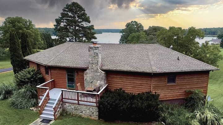 """Beautiful Lakeview property, large deck & firepit"
