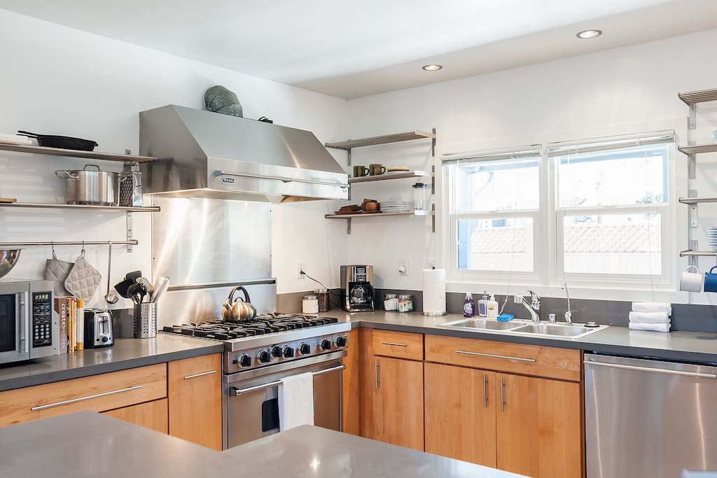 Fully equipped kitchen which includes a modern high end appliances including a Viking Professional Range, Microwave and everything you need to make a good, home cooked meal!