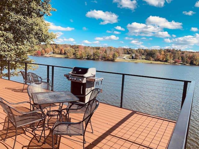 Couples Luxury on Lake Huntington