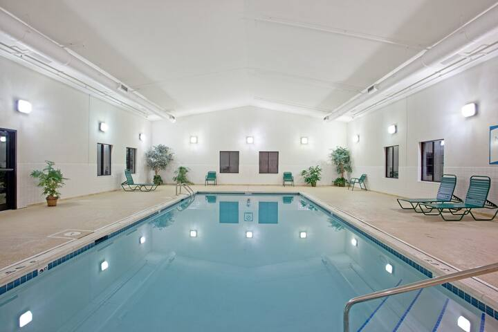Business District Suite with Pool Access, Free Breakfast + Weekday Shuttle