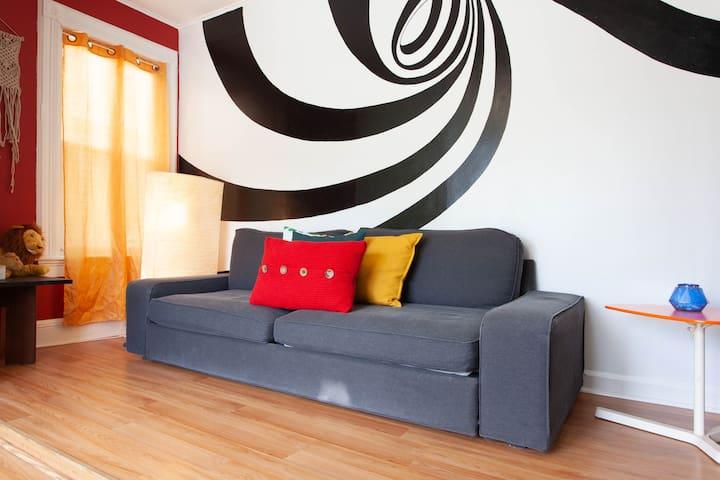 Maison d'Art - Beautiful Artsy 2-Bedroom