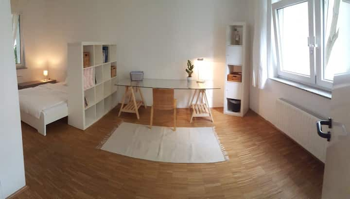 Modern Studio Apartment - close to fair
